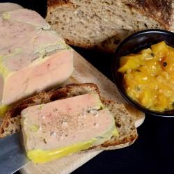 Terrine de foie gras de canard maison, pain de campagne